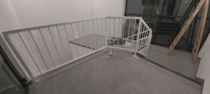 balustrady na schodach ewakuacyjnych